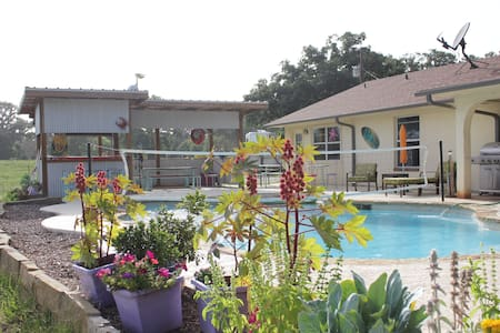 Guest Ranch with Horses and Pool - Grand Saline