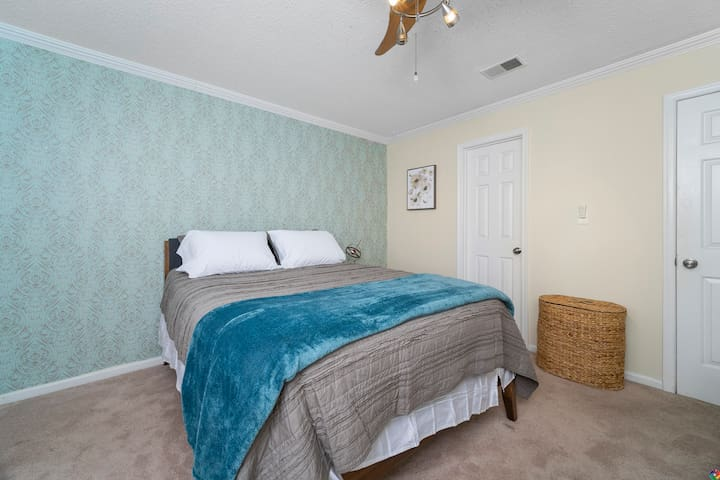 Master room has Queen size bed with extra pillows and blankets in the closet for your comfort.