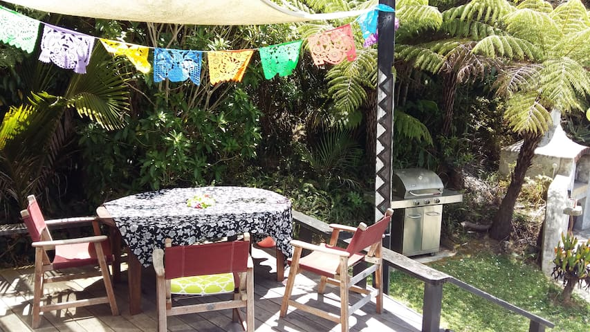 Stunning Coro Bach + free breakfast - Bedroom #3 - Waikawau - Huis