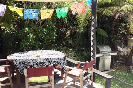 Stunning Coro Bach + free breakfast - Bedroom #3 - Waikawau - 一軒家