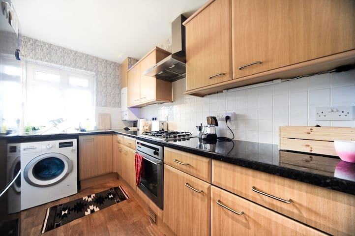 Bright and spacious flat in Oxford