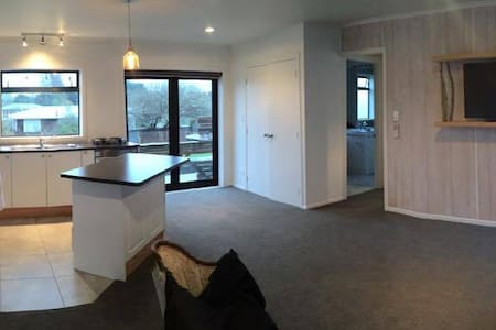 The Cottage of Mangere Bridge - Auckland - Guesthouse