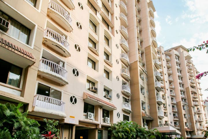 1 BHK A/c Apartment with B'Fast & WiFi in Andheri
