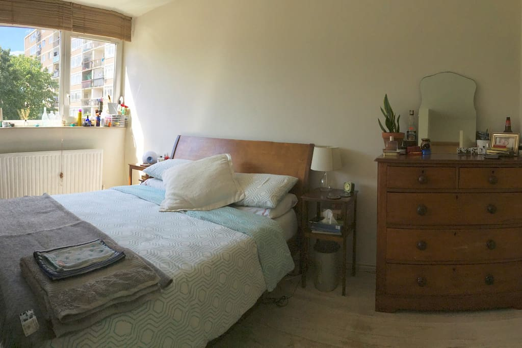 Beautiful, calm double bedroom complete with king size Leesa matress.