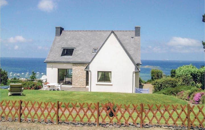 Beautiful home in Trelevern with 4 Bedrooms