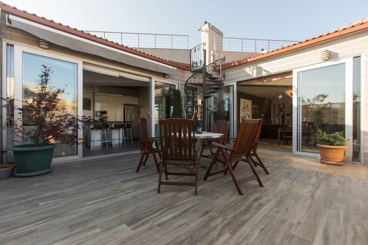 Penthouse w/ stunning terrace&views