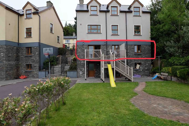 Full Appartment is part of a family home. On the third level of our house. Please note there is a number of steps needed to be taken to excess self check in. Help is always at hand with luggage if required.