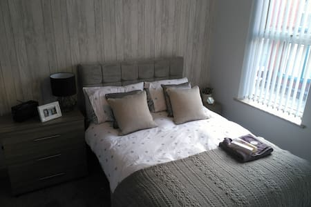 Gorgeous 2 bed house, central Ellesmere + parking - Ellesmere - House - 2