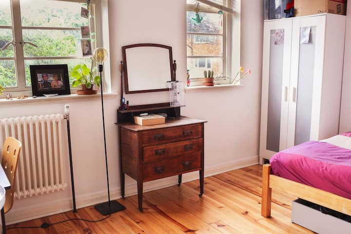 Spacious double room in Herne Hill (L)