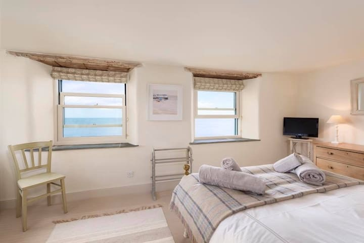 No 1 Beesands - perfect seaside cottage