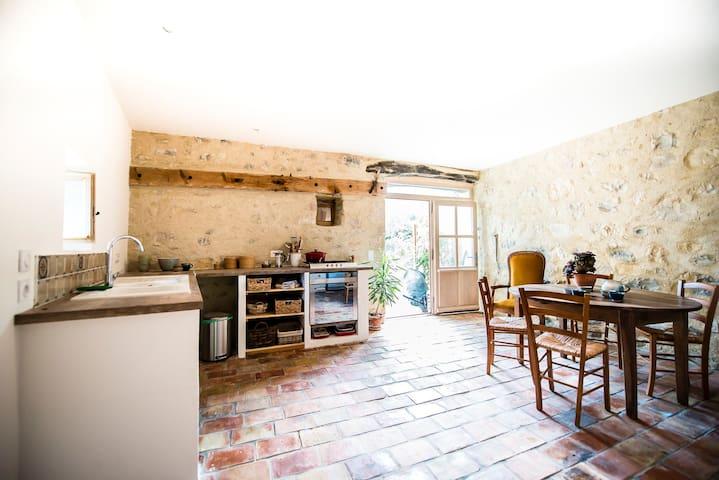 Gîte charmant proche des gorges de l'Ardèche, 4-6 - Gras - Casa