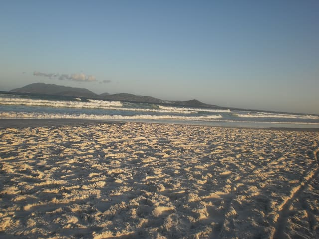 Ap. Estratégico / 2 min. a pé Praia do Forte - Cabo Frio - Wohnung
