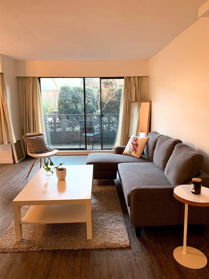Cozy Garden Suite • Three Blocks From the Beach •