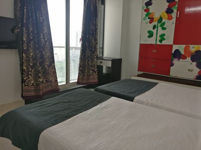 Twin Bedroom for 4 guest  near Thane One & Meadows