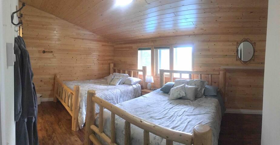 Cougar Mountain Lodge B&B Room 4