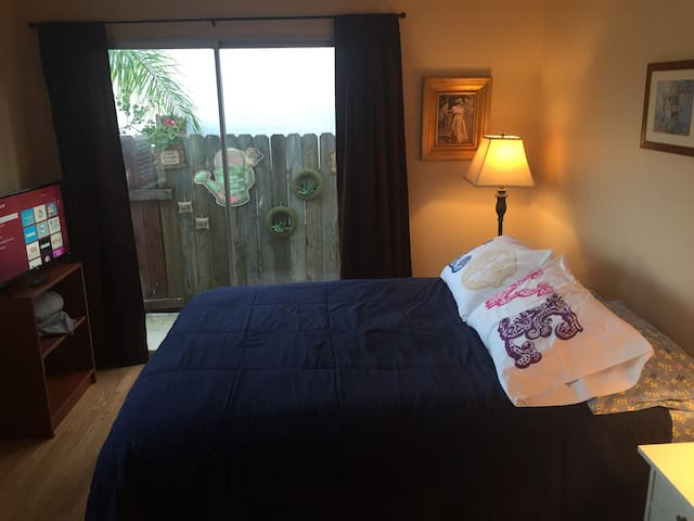 MV-1, Private Room, QUEEN BED, PRIVATE 1/2 BATH - Mission Viejo - Dom