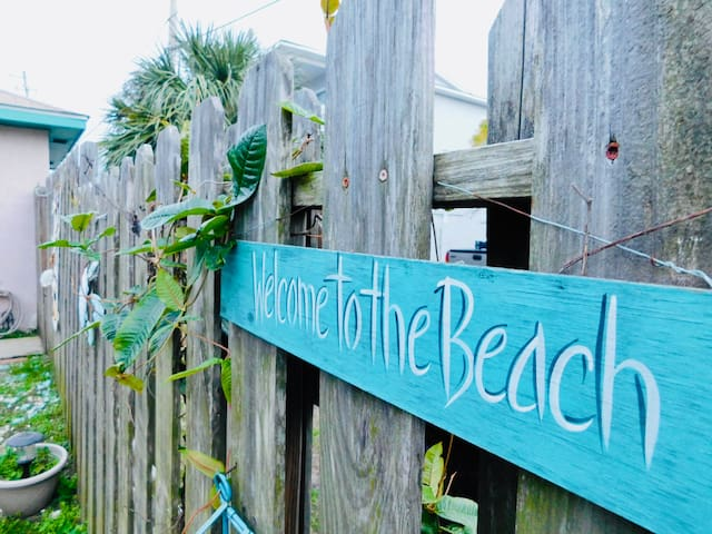 Tybee Tabby~ Eclectic, Fun, Bright, South Beach~6p