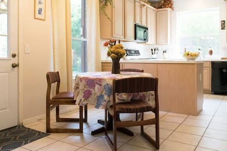 4.  Great Room @Great Price: Clean and Cozy. - Houston - House