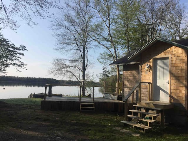 Private Lakeside Cottage in Yarmouth