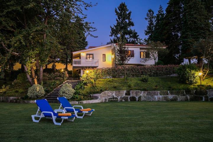 Torrinheira ~ Family Pool Villa & Woods