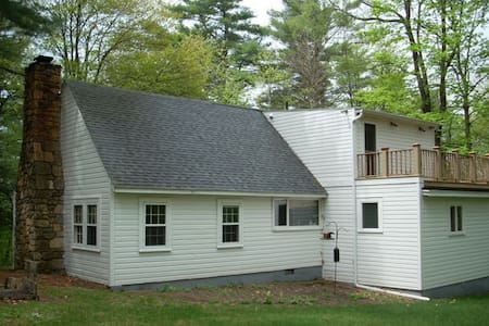 Berkshires, Lake Frontage, Charming House,38 Acres - Monterey - Hus