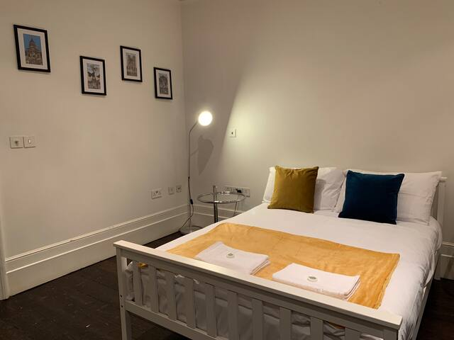 Well located, Private Room ~ Oxford Street