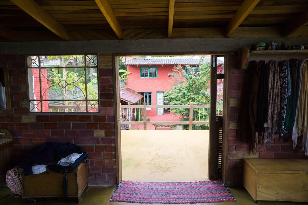 O loft do quintal visto da minha casa
