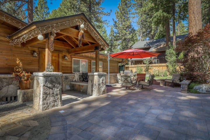 Bright, family-friendly alpine getaway w/ private hot tub - near lake & skiing!