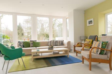 Modern new home on edge of village - Winchfield - Dům