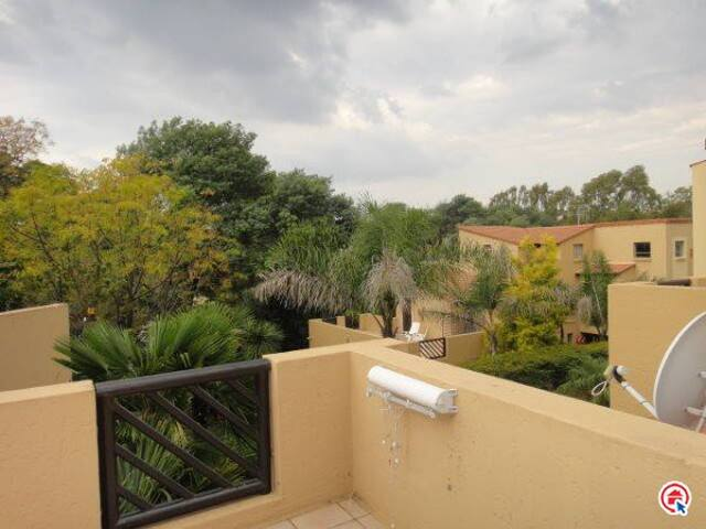 Private & modern townhouse in the heart of Sandton