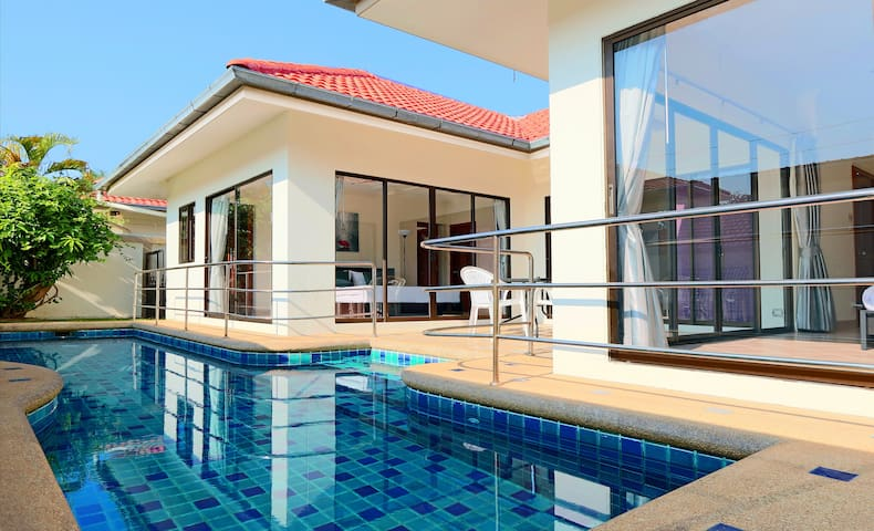 Avoca Pool Villa. Private Pool & Jacuzzi. 2bdr#70