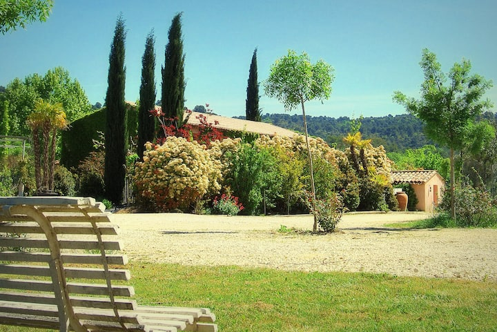 Home with garden in the Luberon