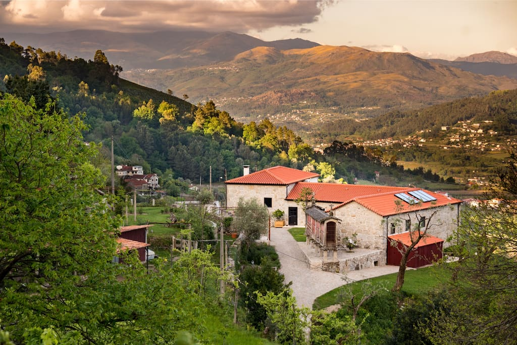 Quinta Olivia is situated in the green, overlooking the Peneda Geres national reserve