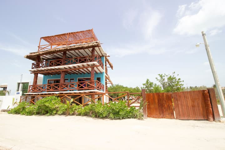 3BR House TOP location in the heart of HOLBOX