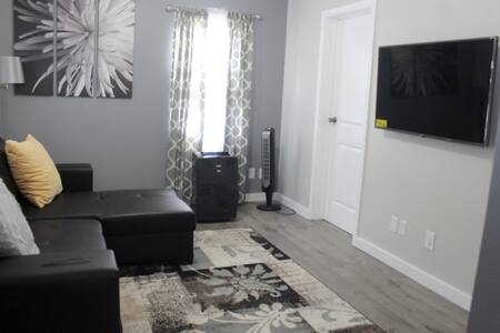 Newly Renovated 1 Bedroom Near the Airport