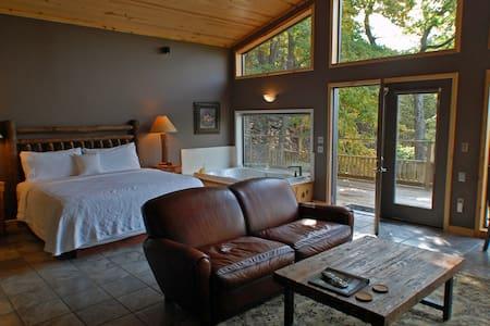 Spacious Bluff Cabin on Beaver Lake - Eureka Springs - Cabana