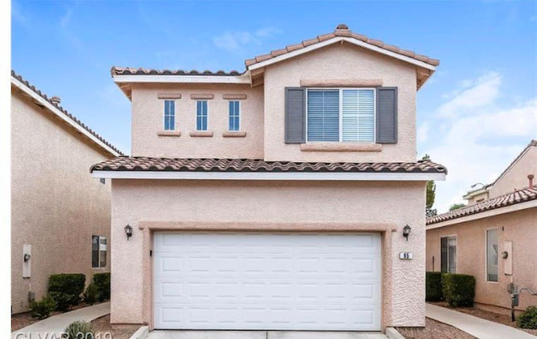 Beautiful upgraded House close to Vegas strip!