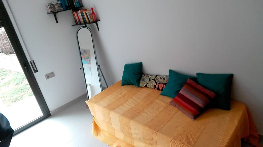 Single room with private bathroom Montseny