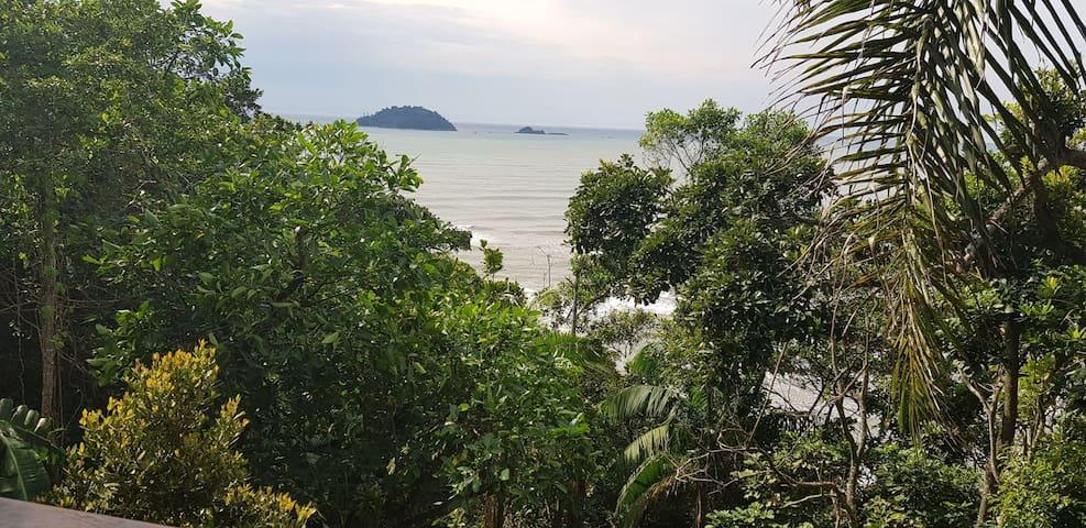 Sobrado Rústico com vista para Ilha de Guarau