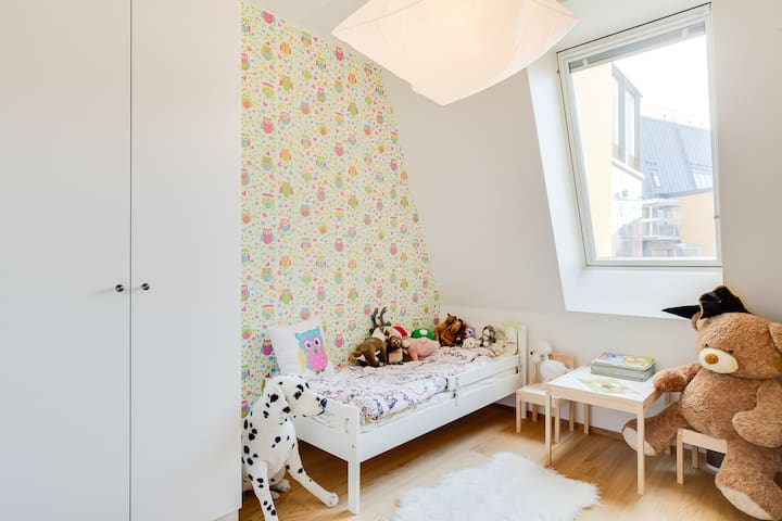 Litlle girl room with 140cm bed
