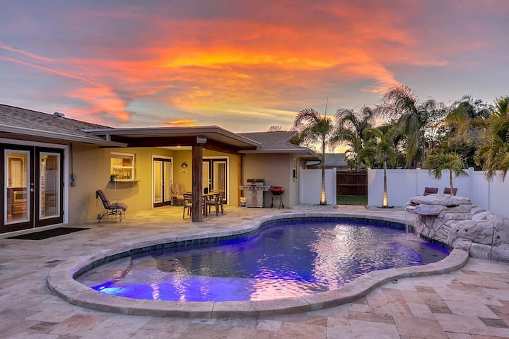 Retreat Near the Beach – Saltwater Pool & Hot Tub!