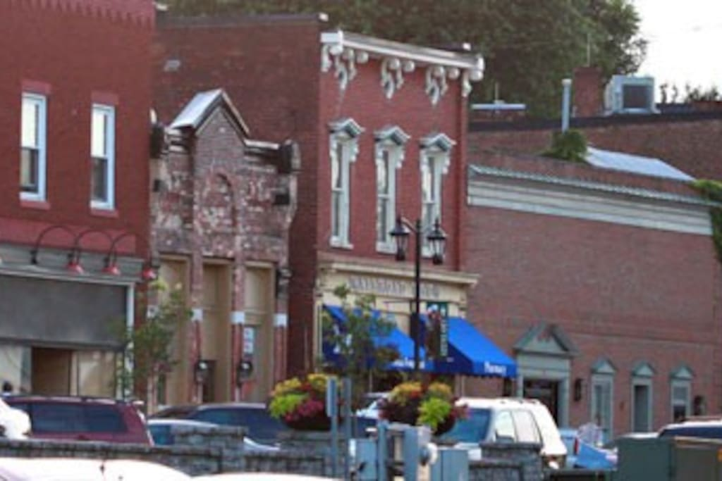 Historic downtown Midway in walking distance