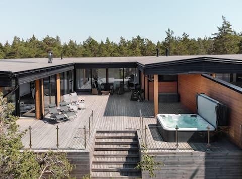 Seija's Modern Secluded Villa w/ Jacuzzi & Sauna