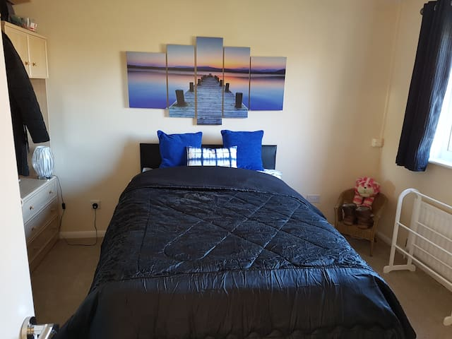 Waterlooville. large room in a friendly home.