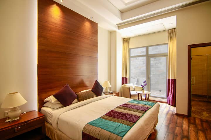 Executive Room with King-Size Bed in Central Delhi