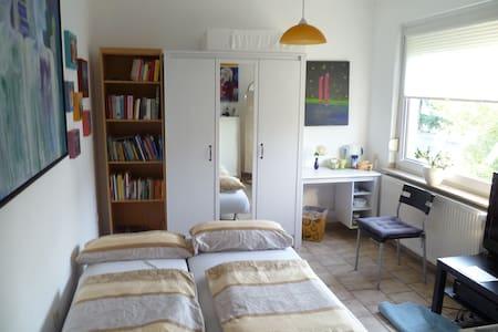 Ruhiges Zimmer mit alleiniger Badnutzung - Mönchengladbach - Apartment