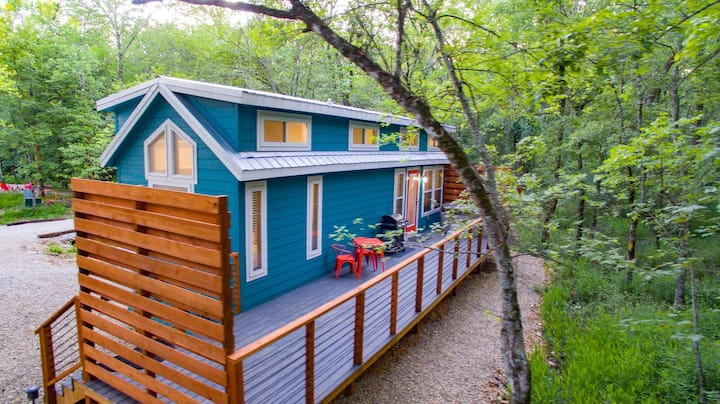 """BRAND NEW CONSTRUCTION """"The Fox"""" - 1 Bedroom HIGH LUX Tiny Home Near Broken Bow Lake!"""