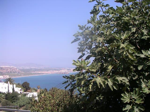 a 2 Kms del pueblo frente al mar - Salobreña - Bungalow
