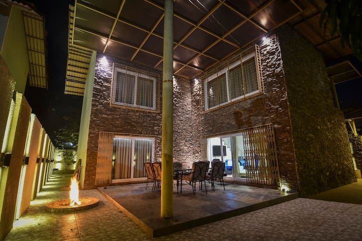 Pamnani villa Luxury 4 bed