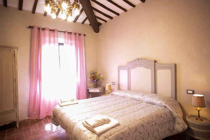 Camera matrimoniale in un borgo del Chianti